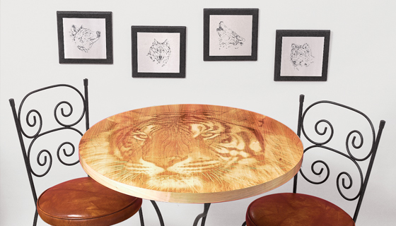 Consumer/Gifts - Tiger Engraved Table / Stainless Wolves Hanging